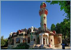 El Capricho de Gaud (alfonso-tm) Tags: arquitectura edificios nikon tokina monumentos cantabria comillas d300