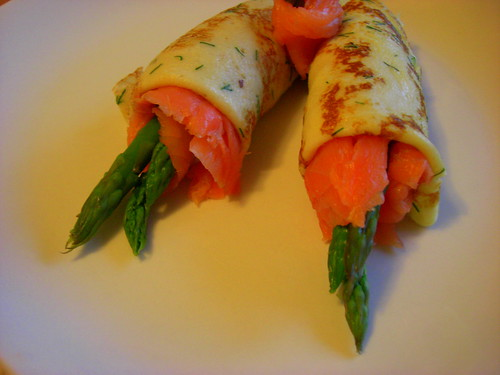 Crepes with salmon and asparagus