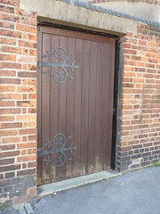 Brown door jericho 092 (tomylees) Tags: door wood wednesday august oxford kingscollege jericho 2009 oxfordshire 19th