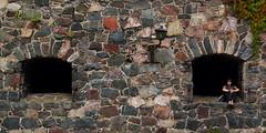 Bea in der Mauer (W***) Tags: finnland insel gebäude geb gebude