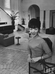 7-1962 Mrs. Dinh Nhu Ngo in family villa at Dalat par VIETNAM History in Pictures (1962-1963)