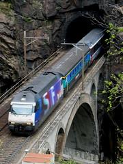 SBB Lokomotive Re 460 032 - 6 mit Taufname Leutschenbach II mit Werbung für SF DRS => Schweizer Fernsehen DRS II  ( Werbelokomotive 06.01.97 - 18.10.05 ) auf oberer Meienreussbrücke auf der Gotthard Nordrampe bei Wassen im Kanton Uri in der Schweiz (chrchr_75) Tags: bridge train de tren schweiz switzerland suisse swiss eisenbahn railway zug tunnel sbb pont locomotive portal re christoph svizzera brücke bahn treno chemin centralstation uri fer locomotora tog ffs juna chunnel lokomotive lok ferrovia reuss 460 spoorweg gotthard suissa locomotiva lokomotiv ferroviaria cff 鉄道 wassen re460 locomotief kanton chrigu поезд rautatie паровоз zoug trainen tunnelportal железнодорожный gotthardbahn chrchr hurni nordrampe meienreussbrücke kehrtunnel chrchr75 meienreuss chriguhurni werbelokomotive leggistein leggisteinkehrtunnel re4600326 albumsbbre460