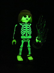 glow Playmobil skeleton (nuo2x2) Tags: skeleton toys glow ghost illuminated spooky glowinthedark bone playmobil spook nuo2x2
