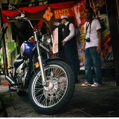 Wer lazy rider and the colourful deli (khai_nomore) Tags: portrait people classic 120 vintage mediumformat antique photographers rm redt fujifilmreala100 rolleiflexautomatx autaut carlzeissjenatessar75mmf35 wideopentlr randomshotmalaysiaouting