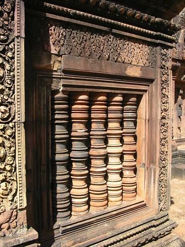 De verborgen deuren, Khmer stijlkenmerk