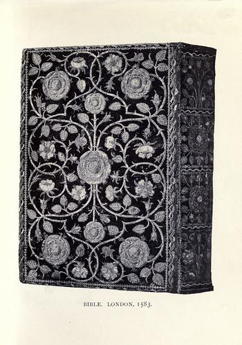 025-Biblia encuadernada con tela bordada londres 1583