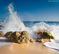 Splash column (SergioTudela) Tags: beach water sergio stone andaluca sand agua nikon stones wave playa arena shore splash cdiz 2009 ola tarifa piedras orilla piedra cokin salpicar puntapaloma supershot d80 abigfave nikond80 theunforgettablepictures z121s z121m cokinz121s cokinz121m sergiotudela sergiotrnet