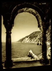 Portovenere 3 - Dalle trifore di San Pietro (in eva vae) Tags: sepia monochrome windows sanpietro portovenere liguria italy allegrisinasceosidiventa trifore light shadow sea promontorio luce ombra textured old bw italia cape mare arches fabbow sailsevenseas platinumheartaward laspezia nature water seascape