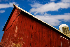 Menacing Barn (nellleo) Tags: wood blue roof red sky ontario canada clouds barn nikon wheat farmland grains eastern easternontario 17mm d80 nothdr nikond80 nellleo ottawavalleyproject
