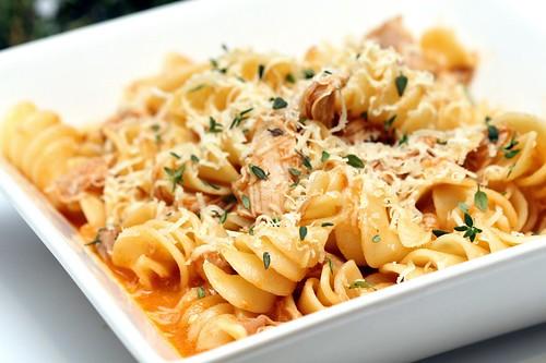 Braised chicken pasta