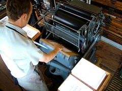 Justin Knopp hand-feeding his Gietz Art Platen press (typoretum) Tags: ilt ilovetypography gietz justinknoppilovetypographycom