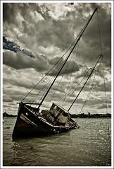 Abandonn (MrOV3RDOSE) Tags: sea mer france boats brittany bretagne bateaux breizh nostalgic ropes saintmalo wrecks coasts cordes rance nostalgique ctes cimetiremarin epaves lapassagre marinecemeteries