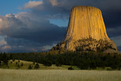 West Face at Dusk (photo.klick) Tags: light sunset usa clouds america landscape us unitedstates unitedstatesofamerica photoblog northamerica wyoming jol wy devilstowernationalmonument cmwdorange katsingercom