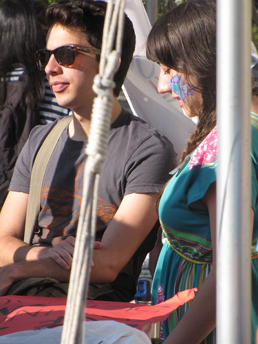Alum Maro Guevara and senior Samantha Sheppard-Gonzales (one of the event's organizers) relax and enjoy the Jammin' for Justice concert.  Photo by Miranda Spears/Foghorn