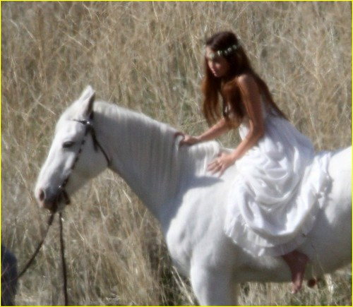 miley-cyrus-white-horse-photo-shoot-02