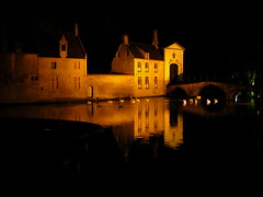 Bruges in the night (roberto_il_pisano) Tags: love night swan belgium bruges reflexions amore notte belgio cigni suore innamorati beghine aplusphoto