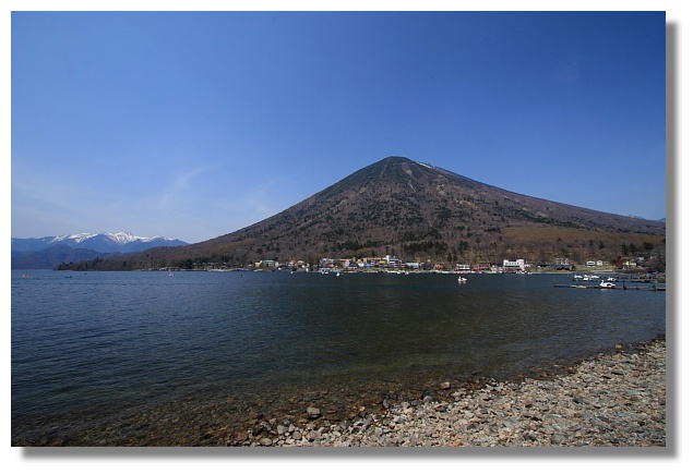 中禪寺湖與男體山