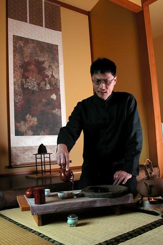 Xuti serving tea