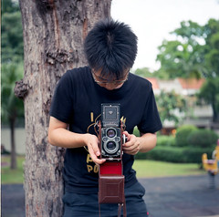 3.5F  You take my Rolleiflex 3.5F (vivienne*) Tags: tlr vincent dating iloveyou bewithyou rolleiflext thisisbliss rolleiflex35fplanar kodakektar100 cameradays youarewearingthetshirtiboughtyou rolleiflextektar6x6kodake100vs