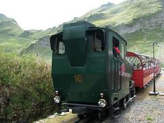 Dampfzug mit BRB  Brienz - Rothorn - Bahn Dampflokomotive H 2/3 16 ( Hersteller SLM Nr. 5457 => Baujahr 1992 => lbefeuert => Ex Montreux - Glion - Rochers - de - Naye - Bahn MGN ) im Kanton Bern in der Schweiz (chrchr_75) Tags: mountains alps train de tren schweiz switzerland suisse swiss eisenbahn railway zug berge locomotive bern cogwheel alpen christoph svizzera bahn zahnrad berne schweizer berner brb chemin centralstation fer locomotora tog crmaillre juna berna lokomotive lok berneroberland ferrovia oberland bergbahn cremallera spoorweg rothorn suissa zahnradbahn locomotiva lokomotiv ferroviaria  locomotief kanton chrigu  0908 rautatie  mountaintrain bahnen zoug trainen brn brienzer  chrchr hurni chrchr75 chriguhurni albumbahnenderschweiz albumbahnbrbbrienzrothornbahn albumzahnradbahnenschweiz