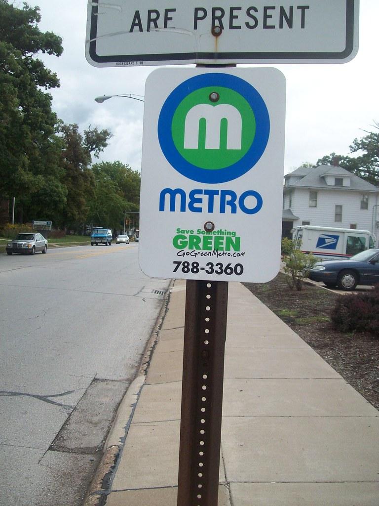 Quad Cities MetroLINK bus stop