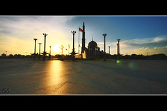 Cinematic Putrajaya Iconic (|-greespect-|) Tags: sunset 1022mm masterpiece putrajayamosque masjidputrajaya malaysialandscape putrajayalandmark