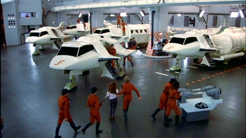 V La Miniserie - Hangar Nave Nodriza (1)
