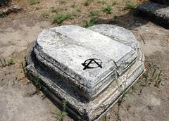 Cipro Nord: Salamina (rogimmi) Tags: graffiti arte cipro cuore colonna simbolo anarchia salamina anarchici acerchiata