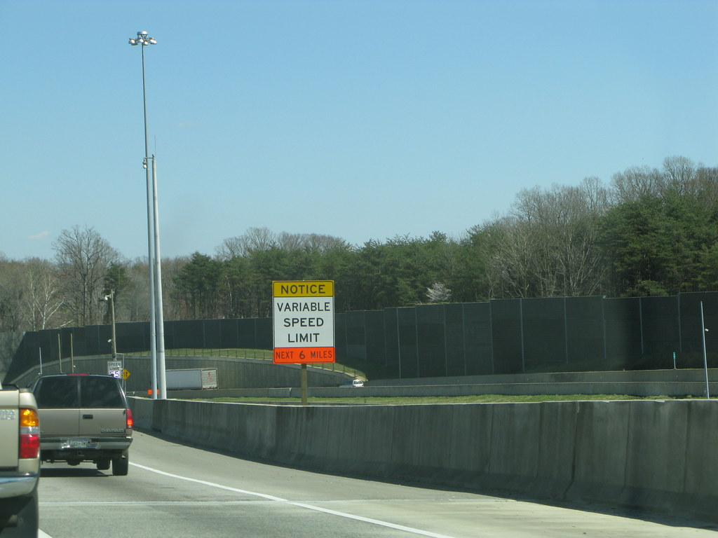 NOTICE: Variable speed limit, next 6 miles