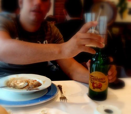 Criaturo bebiendo