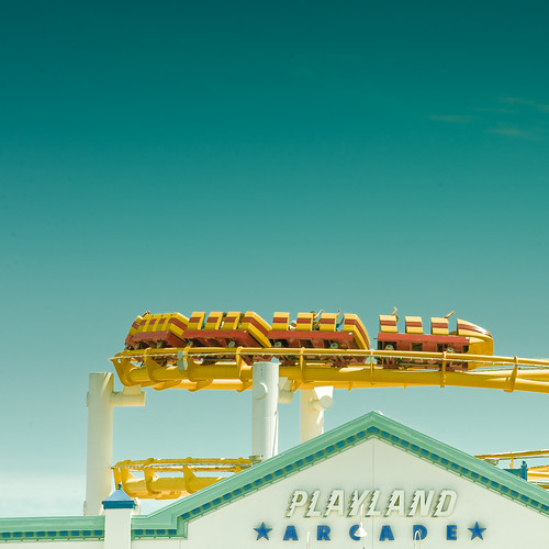 Cuba Gallery: California / Los Angeles / City / Santa Monica / retro / people / fun / roller coaster / typography / summer / sky / background / blue / photography