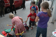 "kids concert • <a style=""font-size:0.8em;"" href=""http://www.flickr.com/photos/31503961@N02/3961668127/"" target=""_blank"">View on Flickr</a>"