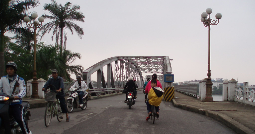 PB230009a Truong Tien Bridge