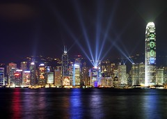 Light Show, Hong Kong (scott photos) Tags: show china light building skyline night skyscraper reflections landscape island hongkong lights iso100 evening nikon hong kong 1755mmf28g nikkor kowloon f71 gitzo 1755mm 10secs 1755mmf28 23mm d80 byscottphotos gt1540
