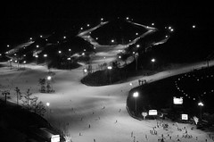 night ski (myDays / S.Lee) Tags: winter voigtlander skiresort d3 oakvalley 40mmultron bokeholiccom
