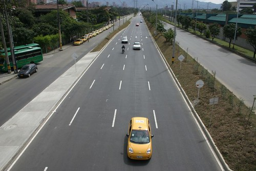 One of the main arteries leading into central Medellín...