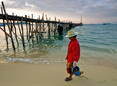 Bophut Pier (- Virgonc -) Tags: ocean sea beach water lady thailand island pier bucket nikon ship shell step ko samui koh bophut collect sailship d300 5photosaday virgonc wwwvirgonccom