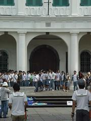 High school students (Sigit) Tags: museum indonesia bank jakarta exhibits excursion nasional mandiri