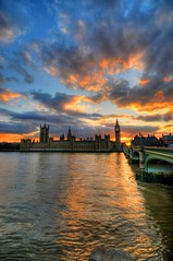 Sunset at the Houses of Parliament & Big Ben, London (5ERG10) Tags: uk sunset red england sky orange london westminster sergio thames clouds photoshop reflections nikon tramonto unitedkingdom dusk parliament bigben wideangle landmark palace handheld londra hdr highdynamicrange westminsterbridge houseoflords inghilterra houseofcommons parlamento d300 3xp photomatix sigma1020 tonemapping amiti 5erg10 sergioamiti