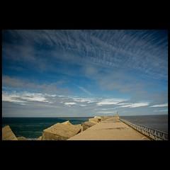 un faro a lo lejos (Bous Castela) Tags: marina canon faro mar asturias cielo nubes sanjuandelaarena milde vosplusbellesphotos canoneos1000d bouscastela