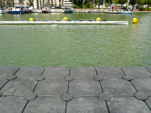 Paris Plage au Bassin de la Villette. Divers sports aquatiques sont proposés. Photo : JasonW