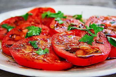 Sliced tomatoes with balsamic vinegar and herbs - TheMessyBaker.com