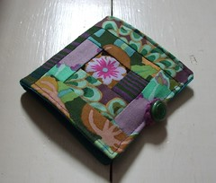Log cabin patchwork needlebook (purple)