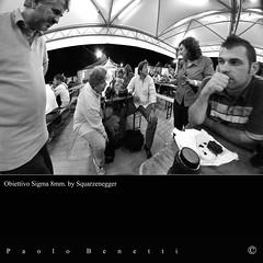 incontri particolari (paolo.benetti) Tags: bw festival balloons nikon italia sigma ferrara 8mm amici 2009 fotografo fotografi d300 ferraraballoonsfestival ferraraballoonsfestival2009