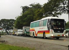 VLI 85- Traffic! (Api II =)) Tags: city bus traffic deluxe philippines victory baguio express universe hyundai 85 noble liner tarlac