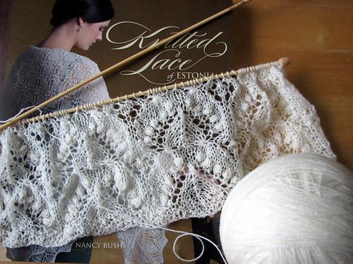 Вяжем ажурную шаль с волнами спицами, схема вязания шал .