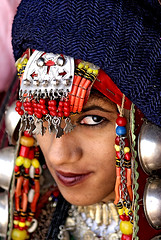 (AIMEN ASHUR) Tags:         libya gadames libyan girl old clothes eye eyes portrait portray face beauty looks