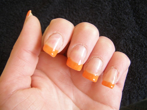 Mila Kunis Nailart Bright Orange Tips