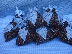 Saches perfumados (Ateliê Maçã do Amor - By Carol Lidman) Tags: patchwork maçã tecido lembrancinha jogoamericano centrodemesa frasqueira