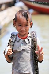 Little guy in entertainment business at Tonl Sap, Siem Reap. (pinnee.) Tags: kids children kid asia cambodia southeastasia vietnamese cambodian cambodians khmer khmerpeople child siemreap tonlesap kampuchea khmersmile tonlsaplake tonlsap vietnamesekids khmersmiles tonlsapriver asiaimages childreninsiemreap vietnamesekid southeastasiaimages kampuchean cambodiansmile vietnamchild vietnamkids vietnamkid kidsintonlesap